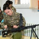 В вузах Казахстана открыли военные кафедры для девушек