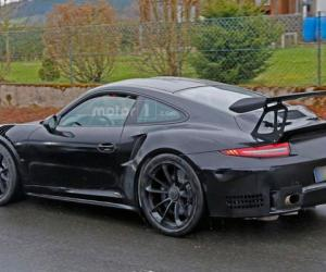 Porsche вывела на тесты сверхмощную версию 911 GT3 RS