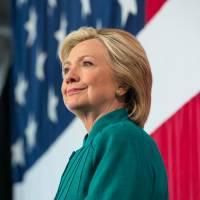 Ректорат Сандерса в США атаковал кортеж Клинтон долларовыми банкнотами