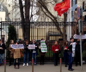 Члены КПРФ забросали свой офис туалетной бумагой «Обухов