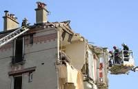 На севере Франции прогремел взрыв в жилом доме, под завалами остаются люди