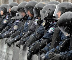 В Киеве полицейского уволили за освежитель воздуха в цветах флага России