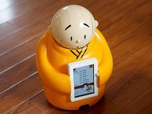 Посетители пекинского храма могут узнать о буддизме у забавного робота-монаха (ВИДЕО)
