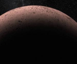 Астрономы обнаружили у карликовой планеты Макемаке луну
