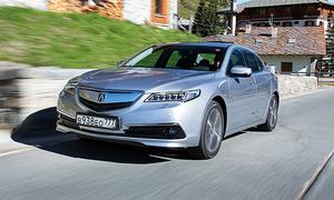Acura приостановила поставки автомобилей в Россию