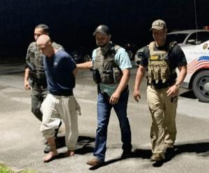 Мужчина остался в гостях у знакомой семьи и убил двух детей
