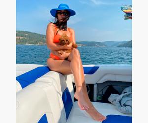 Старшая сестра Ким Кардашьян поделилась фото в бикини с отдыха на яхте